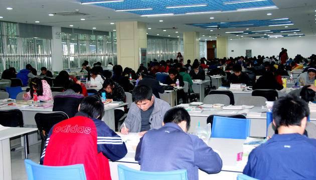 上海工会管理职业学院