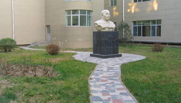 北京化工大学东校区侯德榜塑像