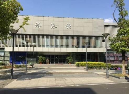 南京大学仙林校区的游泳馆
