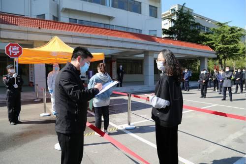 发现体温异常学生,学生管理组登记在场人员信息演练_meitu_3.jpg